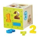 Cubo de madera para clasificar números y formas geométricas