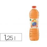 Agua mineral natural con zumo de color naranja font vella botella de