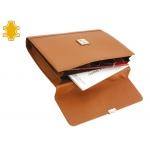 Cartera portatamano folios artesanía de piel color crema con broche 265x380x65 mm
